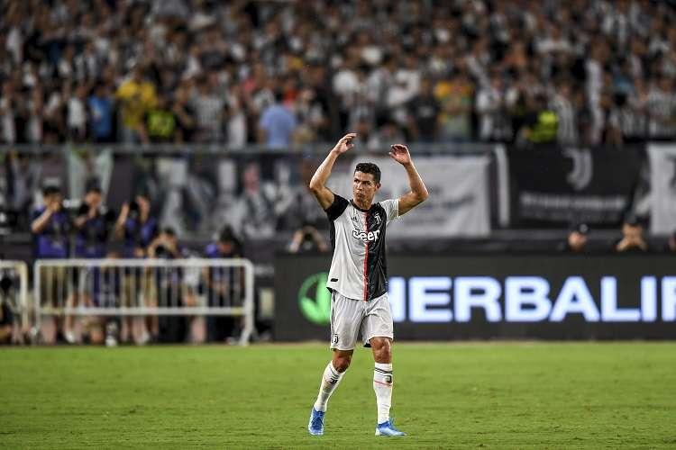 Cristiano Ronaldo, ultimo ganador de este trofeo, fue seleccionado por su tanto frente al Manchester United en la fase de grupos de la 'Champions League'. Foto: EFE