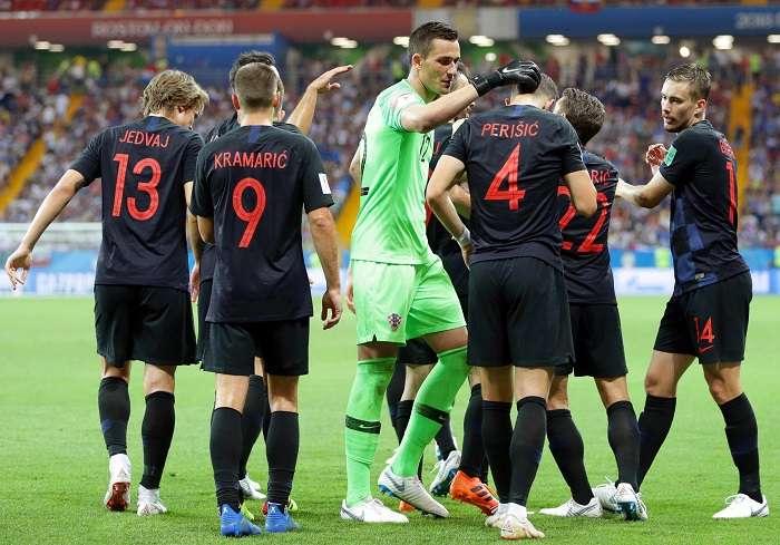 Los jugadores de Croacia celebran el triunfo que les dio el primer lugar del grupo D./EFE
