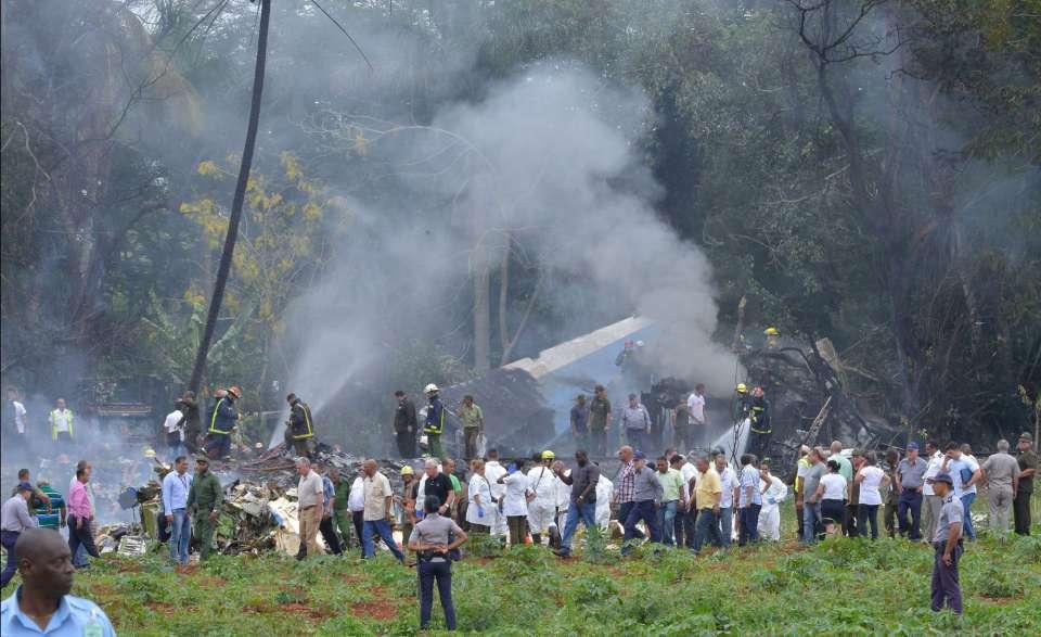 Vista general del área en donde impacto el avión tras estrellarse en Cuba. Foto: @JoseRCabanas