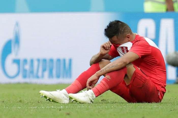 El centrocampista peruano Christian Cueva reacciona al final del partido Australia-Perú./EFE