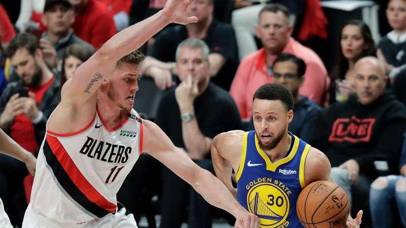 Stephen Curry fue el líder anotador con 37 puntos, 12 balones atrapados ante los tableros y 11 asistencias. / AP