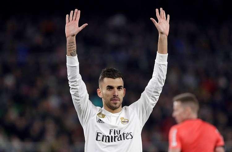 Dani Ceballos, pide perdón a la grada verdiblanca tras conseguir el segundo gol del equipo madridista . Foto: EFE