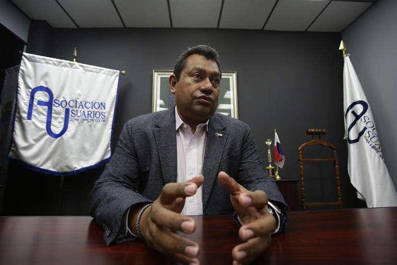 El presidente de los empresarios de la zona libre de impuestos más grande de América, Daniel Rojas, habla durante una entrevista con Efe en Colón (Panamá). EFE