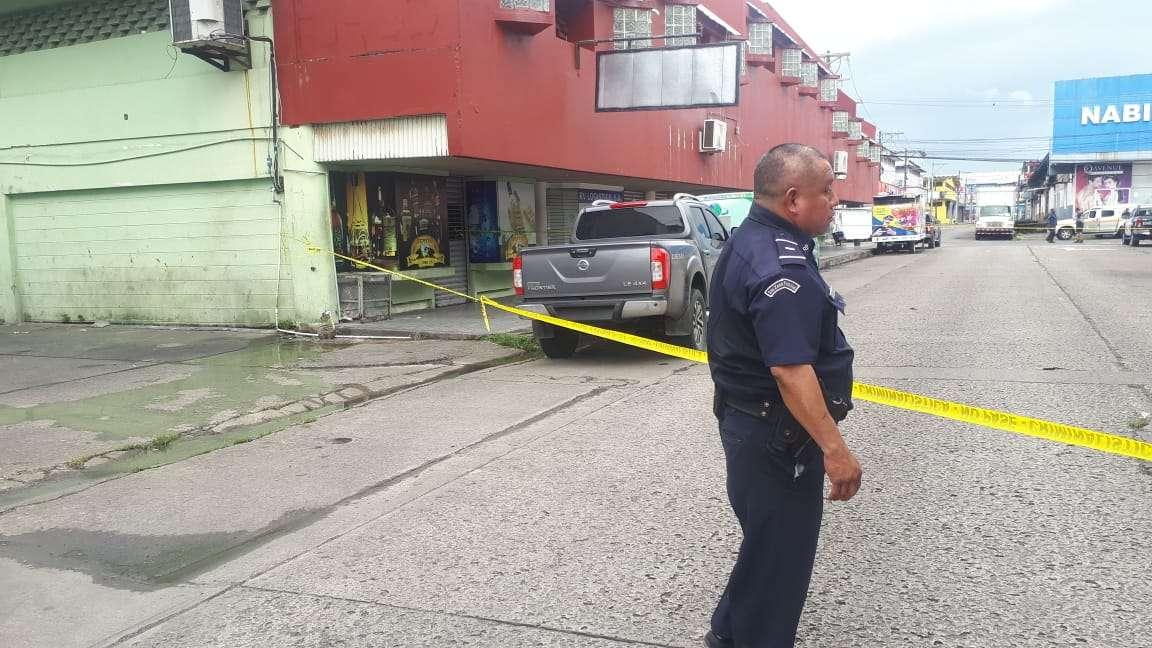 Vista general de la parte exterior de la empresa en donde fue ubicado el cadaver. Foto: Diómedes Sánchez