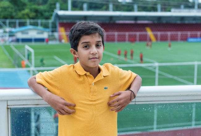 Diego Birbragher es uno de los niños que participa del programa Football for Friendship.