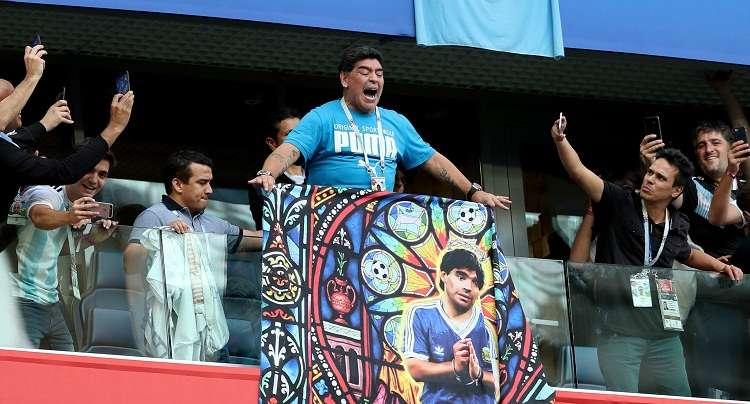 La leyenda argentina se refirió a las pancartas que los hinchas de los equipos del norte de Italia dedicaban a los napolitanos. Foto: EFE