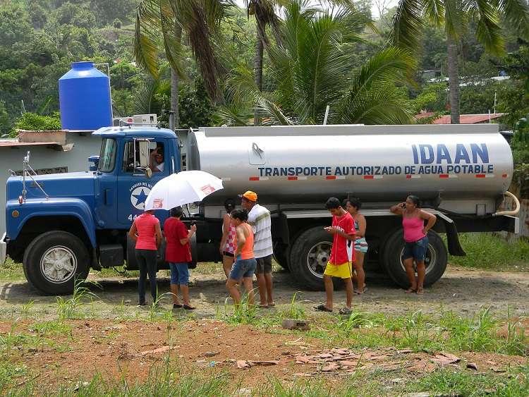 Unas 40 comunidades de los corregimientos de Veracruz y Arraiján cabecera por carros cisternas son abastecidas con camiones cisternas.