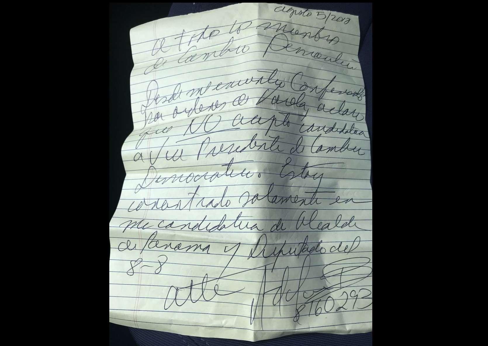 Imagen de una carta escrita a puño y letra del expresidente Ricardo Martinelli.