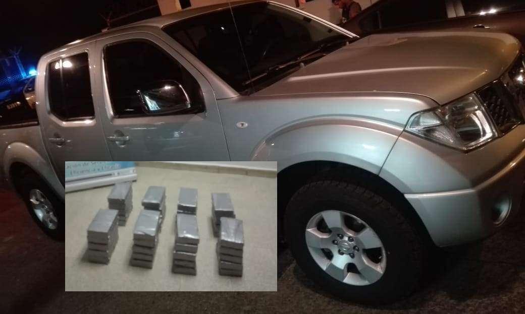La droga iba embalada en paquetes de color gris. Foto: @ProtegerYServir