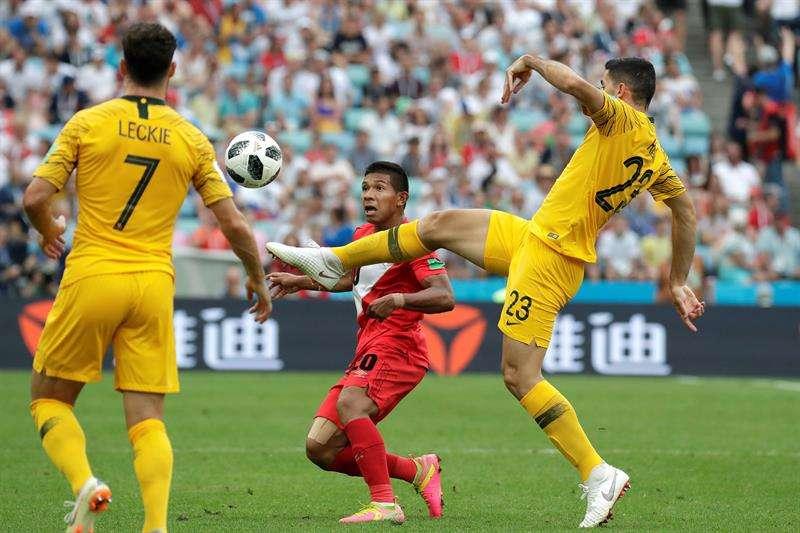 El delantero Edison Flores se declaró triste por la eliminación anticipada de Perú del Mundial de Rusia. Foto EFE