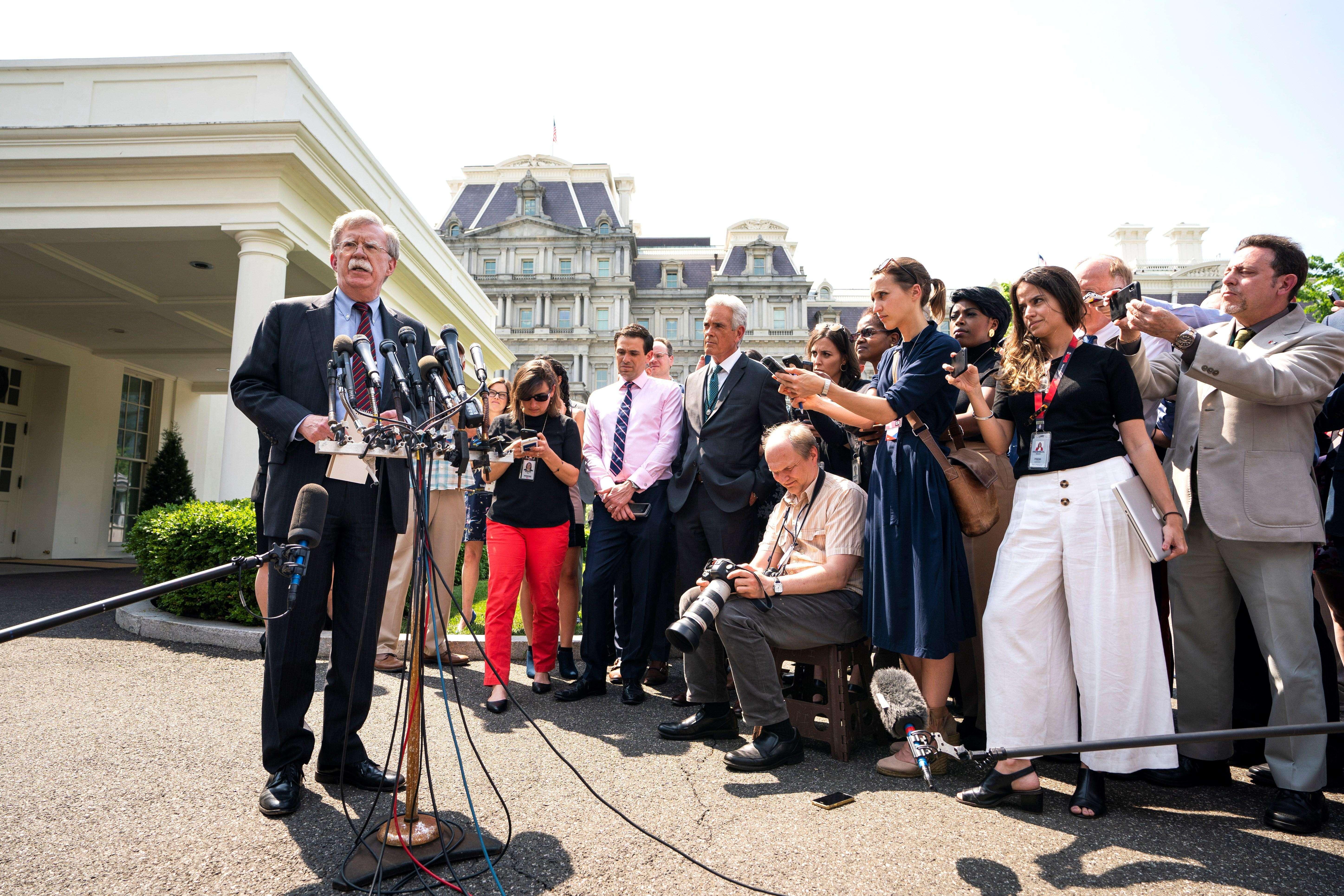 John Bolton, asesor de seguridad nacional de la Casa Blanca, ofrece una rueda de prensa sobre el levantamiento opositor a Maduro en Venezuela, este martes, en Washington (EE.UU.).