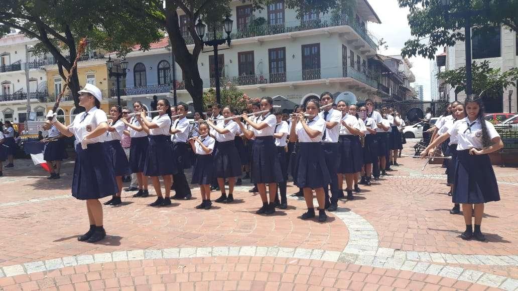 El Instituto América realiza un protesta musical en los predios de la Presidencia de la República.