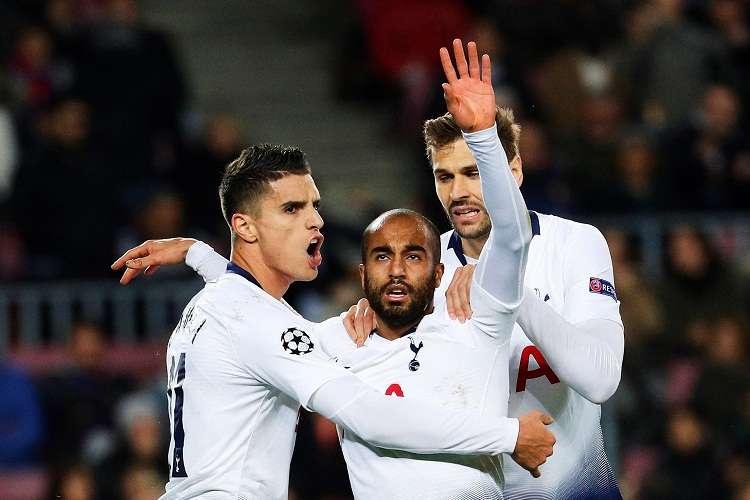 El centrocampista brasileño del Tottenham Lucas Moura (c) celebra su anotación. Foto: EFE