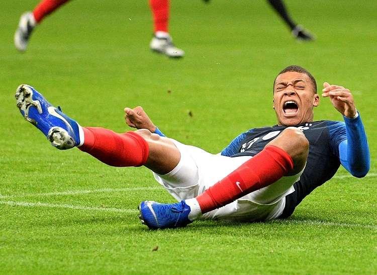 Mbappé fue sustituido por el jugador del Olympique de Marsella Florian Thauvin.  Foto: EFE