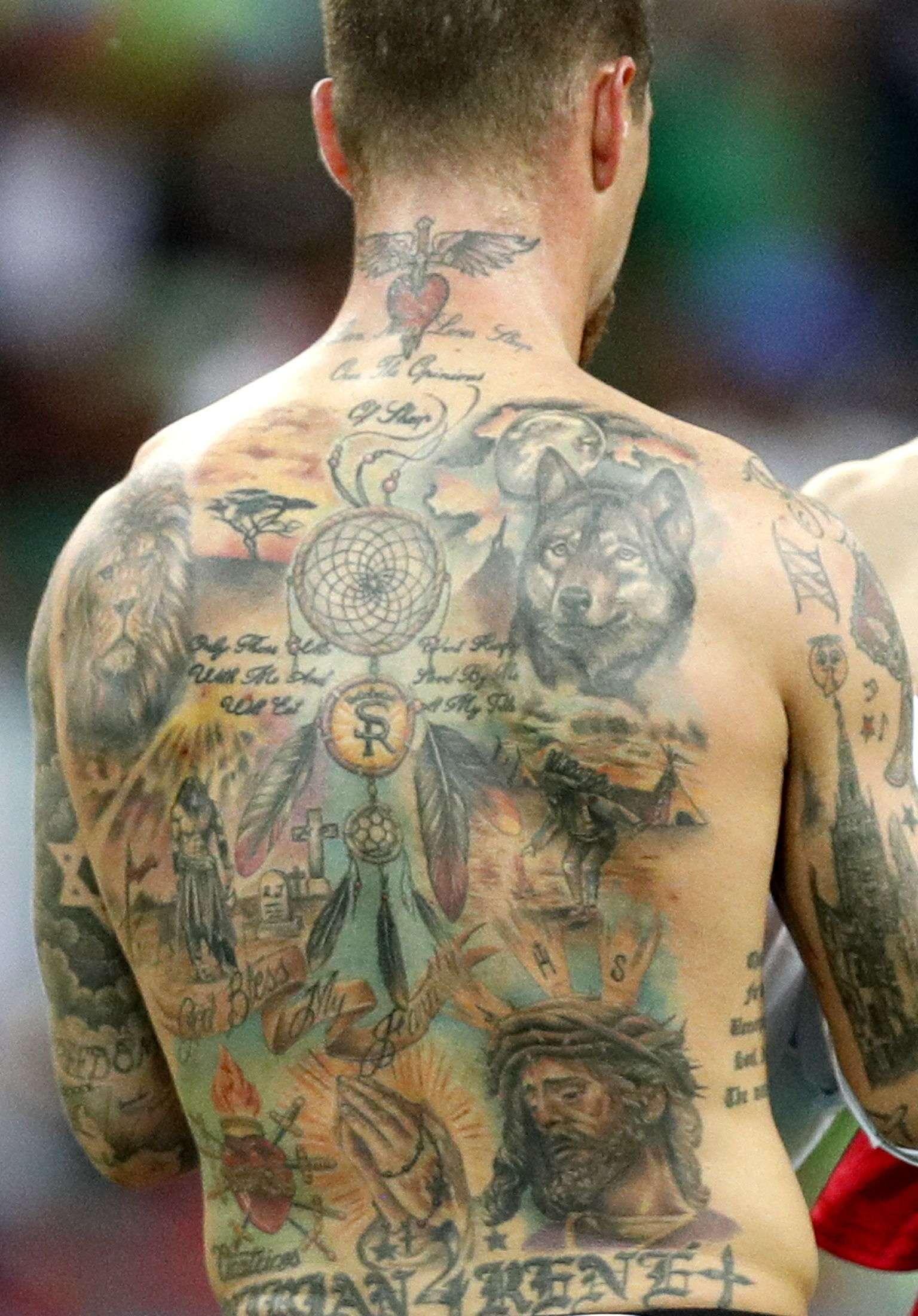 Así luce la espalda de Sergio Ramos. Foto:EFE