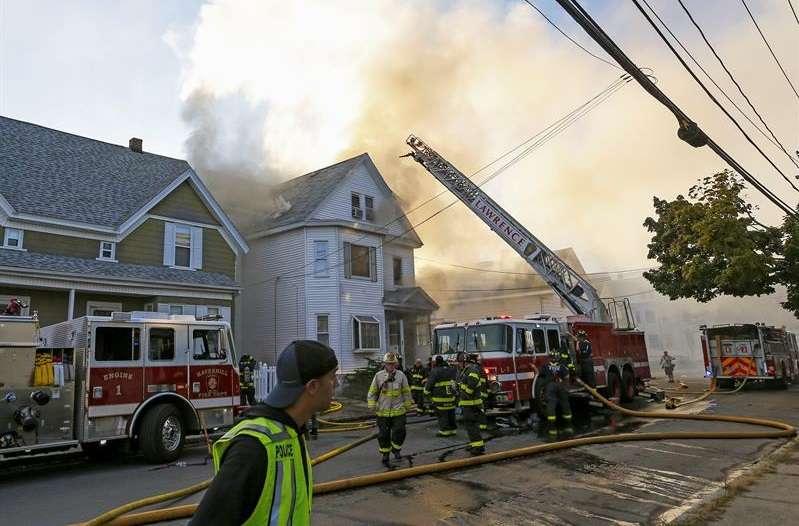Una serie de explosiones de gas reportadas en ciudades al norte de Boston Massachusetts incendiaron casas y forzaron la evacuación obligatoria de los residentes. EFE