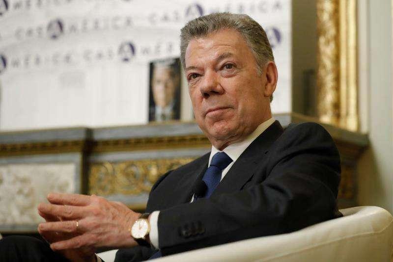 Fotografía de archivo fechada el 26 de marzo de 2019 que muestra al expresidente colombiano Juan Manuel Santos durante la presentación de su libro La batalla por la paz, en Madrid (España). EFEArchivo