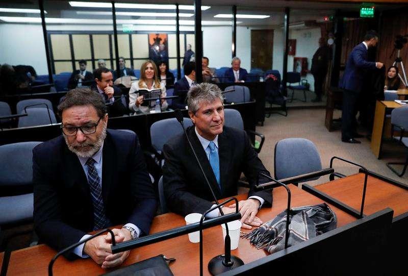 El exvicepresidente argentino Amado Boudou (c) asiste a su juicio por el caso Ciccone hoy, martes 7 de agosto de 2018, en los tribunales de Buenos Aires (Argentina). EFE