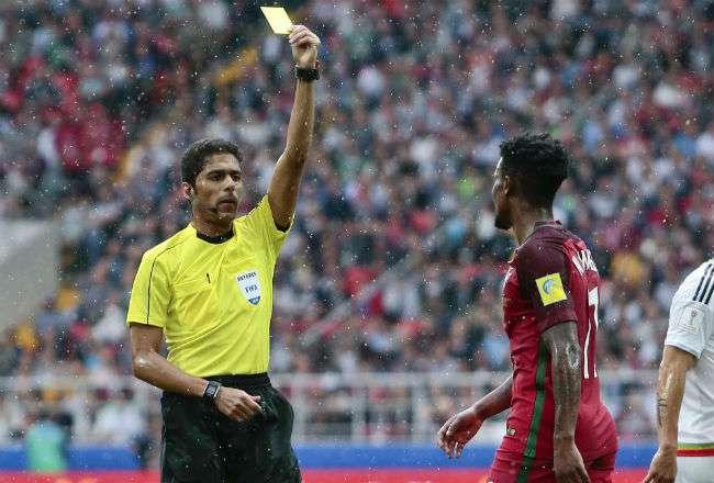 El árbitro Fahad Al Mirdasi. Foto: AP