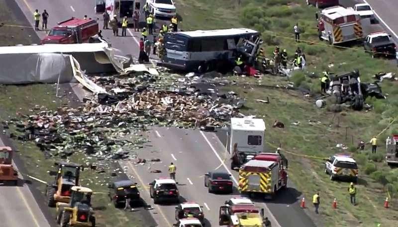 Múltiples personas murieron y otras resultaron gravemente heridas.  Foto: KQRENews13 vía AP