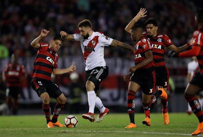 Jugadores de River Plate y Flamengo durante la final de Copa Libertadores. /EFE