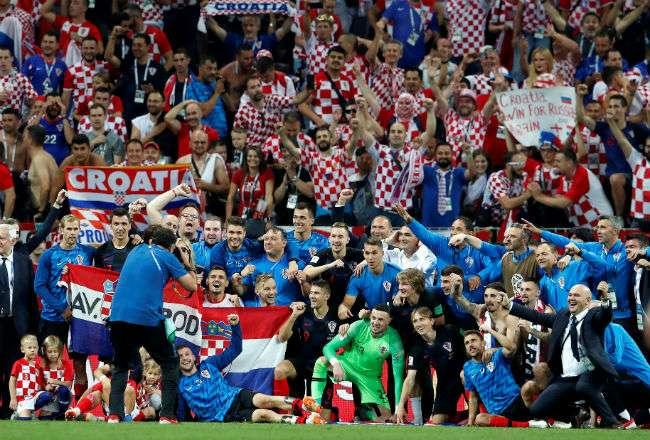 Jugadores croatas celebran la victoria tras el partido Croacia-Inglaterra. Foto:EFE