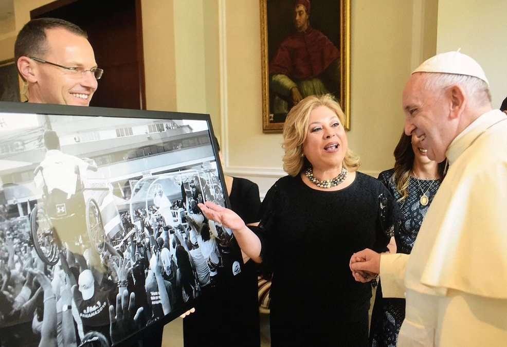 La foto viral del joven Lucas Henríquez, captada por el fotógrafo Carlos Yap, durante la JMJ2019, llegó hasta el Vaticano.