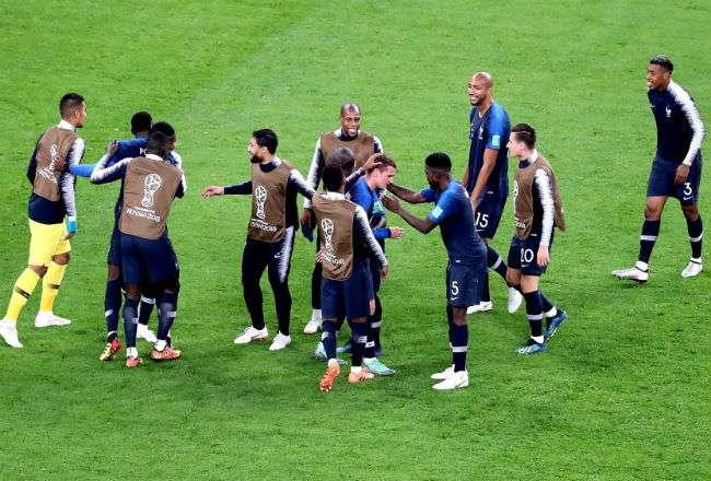 La selección de Francia debe enfrentarse a Croacia en la final. Foto:EFE