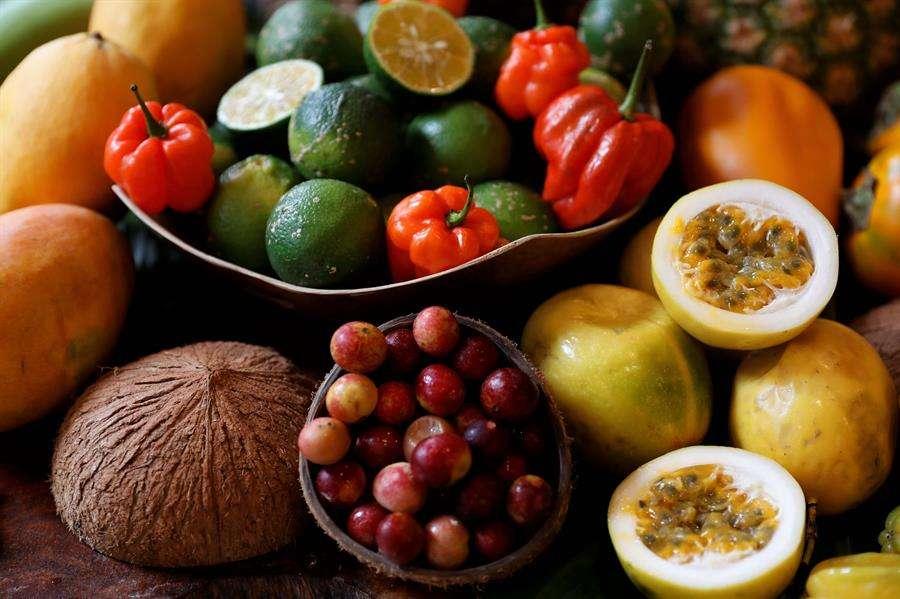 Vista de frutos de la Amazonía peruana este jueves en Lima (Perú). EFE