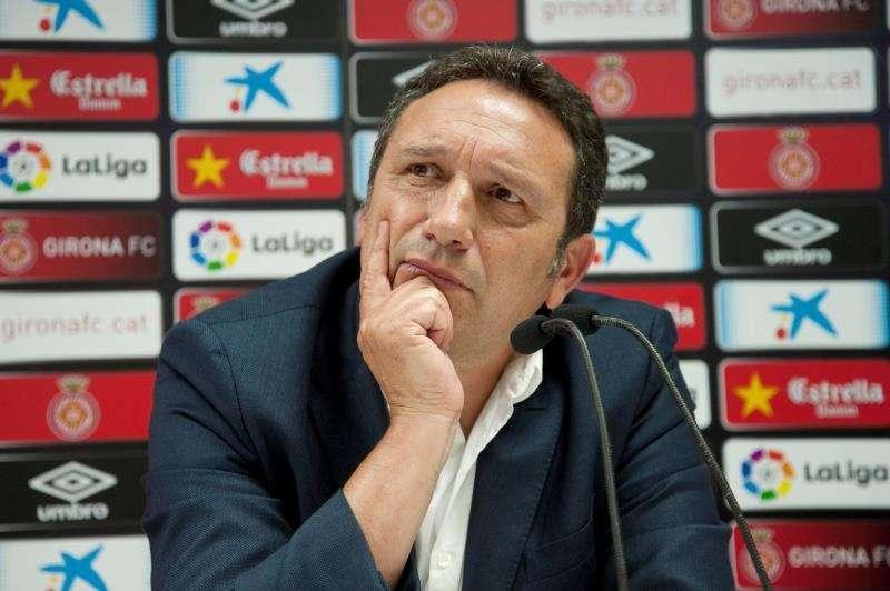 El Girona prepara la visita del Real Madrid sin Ramalho, Mojica y Planas El nuevo entrenador del Girona, Eusebio Sacristán, durante su presentación. EFE