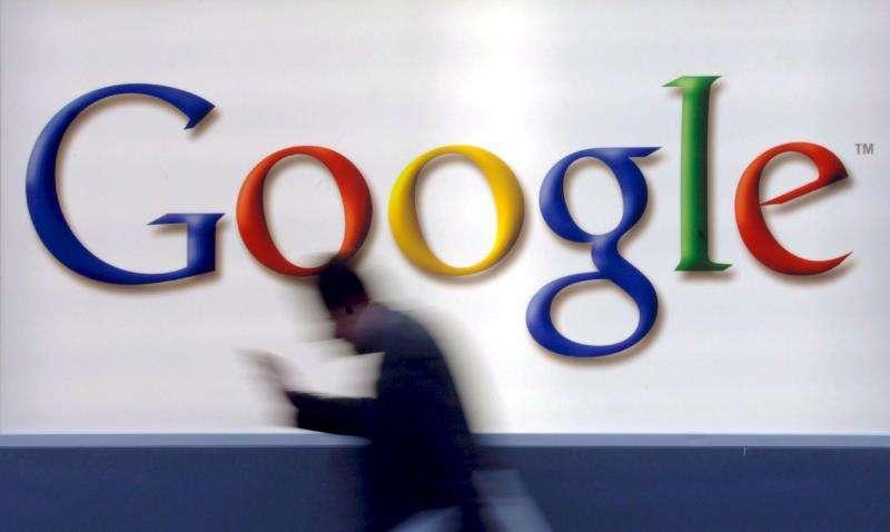 Varias organizaciones de consumidores de diferentes países de la Unión Europea han denunciado a Google por considerar que su política de rastrear la localización geográfica de los usuarios va en contra de las leyes de protección de datos. EFE