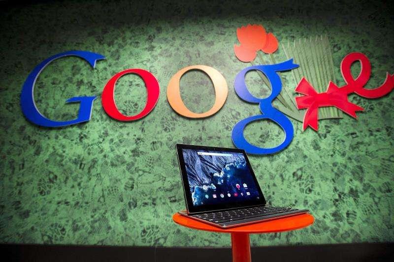 Fotografía fechada el 8 de diciembre de 2015 que muestra la Pixel Slate impulsada por Google. efe/Archivo