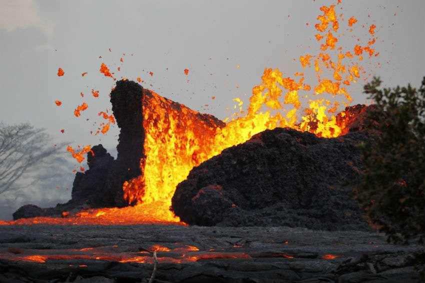 Las autoridades ordenaron el cierre de la planta Puna Geothermal poco después de que comenzó la erupción actual.  AP