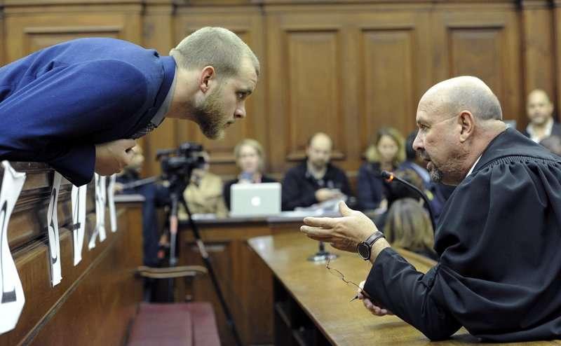 Hombre sudafricano, 23, declarado culpable de asesinatos de hacha de la familia. Foto: AP