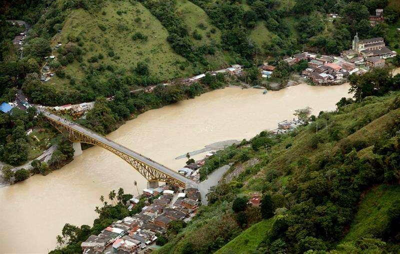 Fotografía panorámica de la central hidroeléctrica de Ituango cedida por la alcaldía de Medellín del municipio Puerto Valdivia (Colombia). EFE
