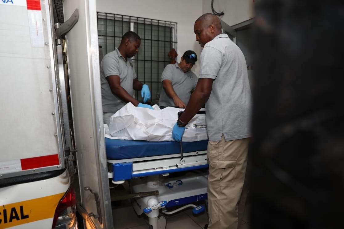 Autoridades realizaron el levantamiento del cadáver en el centro de salud de Torrijos Carter.