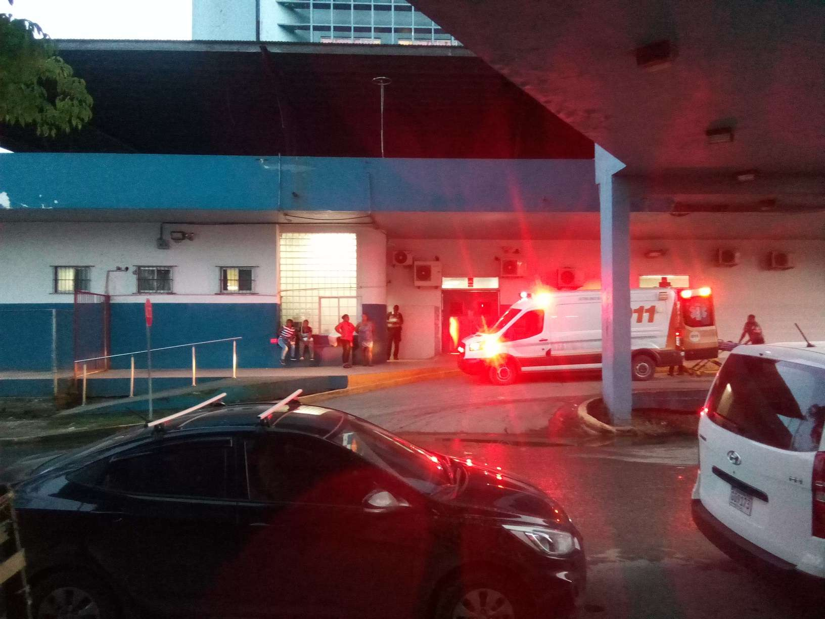 Una ambulancia traslado a uno de las víctimas agonizando al hospital Manuel Amador Guerrero, pero no sobrevivió. Foto: Diómedes Sánchez