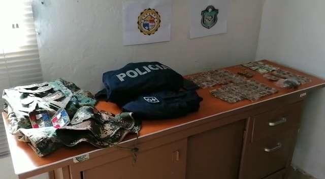 El Sub comisionado Toledo, indicó que se realizarán las investigaciones para determinar a quién pertenecen los uniformes encontrados