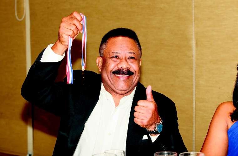 Eusebio Pedroza durante la ceremonia de inducción al Salón de la Fama de 1999. /Archivo