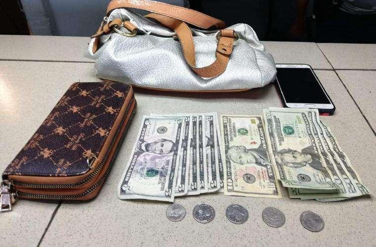 Parte de las pertenencias de la víctima. Foto: Redes Sociales