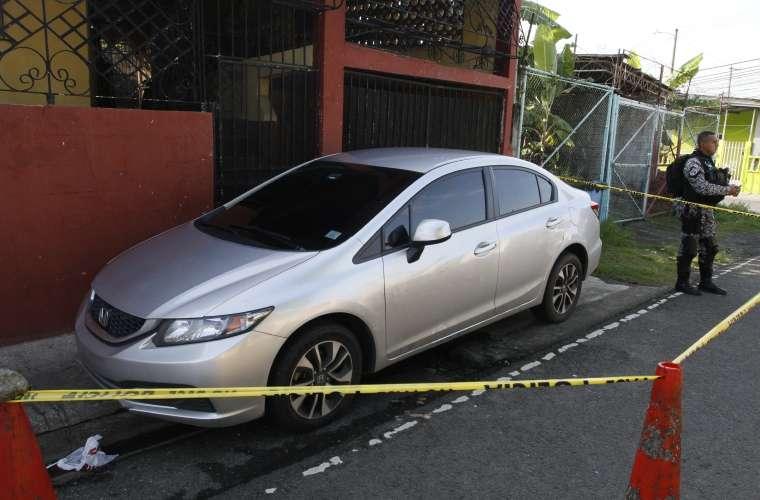 Auto en la escena del atentado. Foto/ Edwards Santos