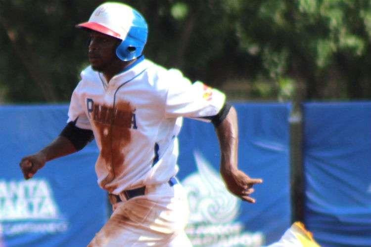 Jhadiel Santamaría contribuyó en la ofensiva panameña. Foto: Fedebeis.