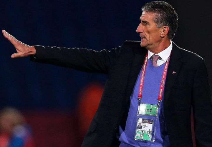Edgardo Bauza fue destituido como técnico de Arabia Saudí. Foto EFE