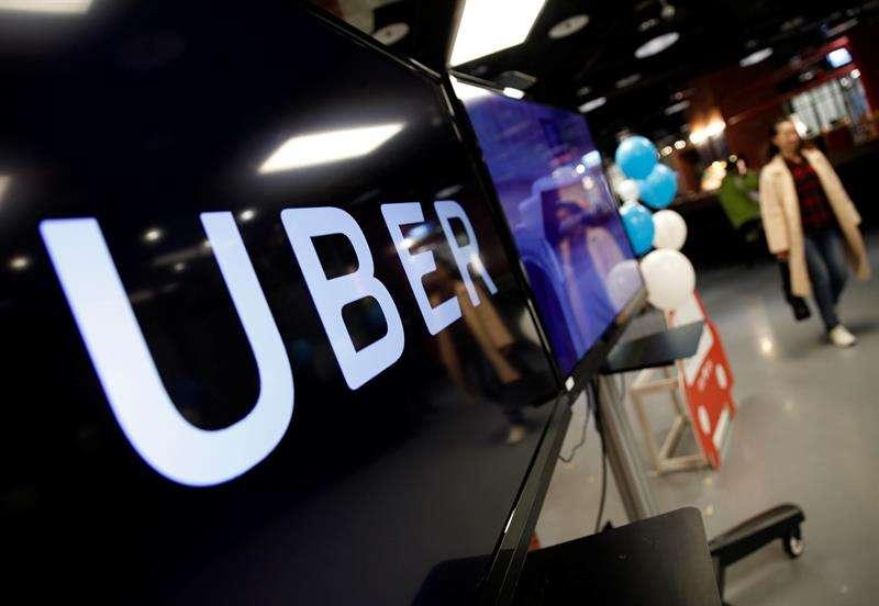 """Por medio de un comunicado de prensa, el consejero delegado de Uber, Dara Khosrowshahi, que llegó al cargo el pasado agosto, mostró hoy su predisposición a ser """"honestos"""" y """"transparentes"""" y a """"trabajar para reparar errores pasados"""". EFE/Archivo"""