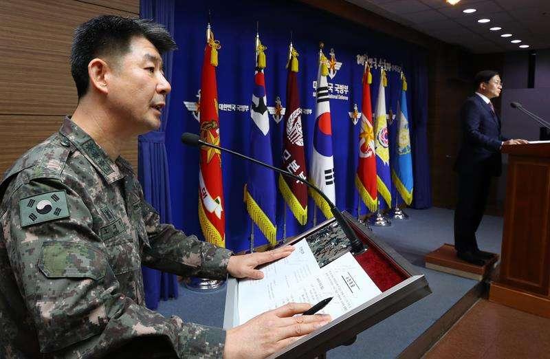 El coronel Roh Jae-cheon, portavoz del Estado Mayor Conjunto, da una rueda de prensa sobre la deserción de un soldado norcoreano en el Ministerio de Defensa en Seúl (Corea del Sur). EFEArchivo