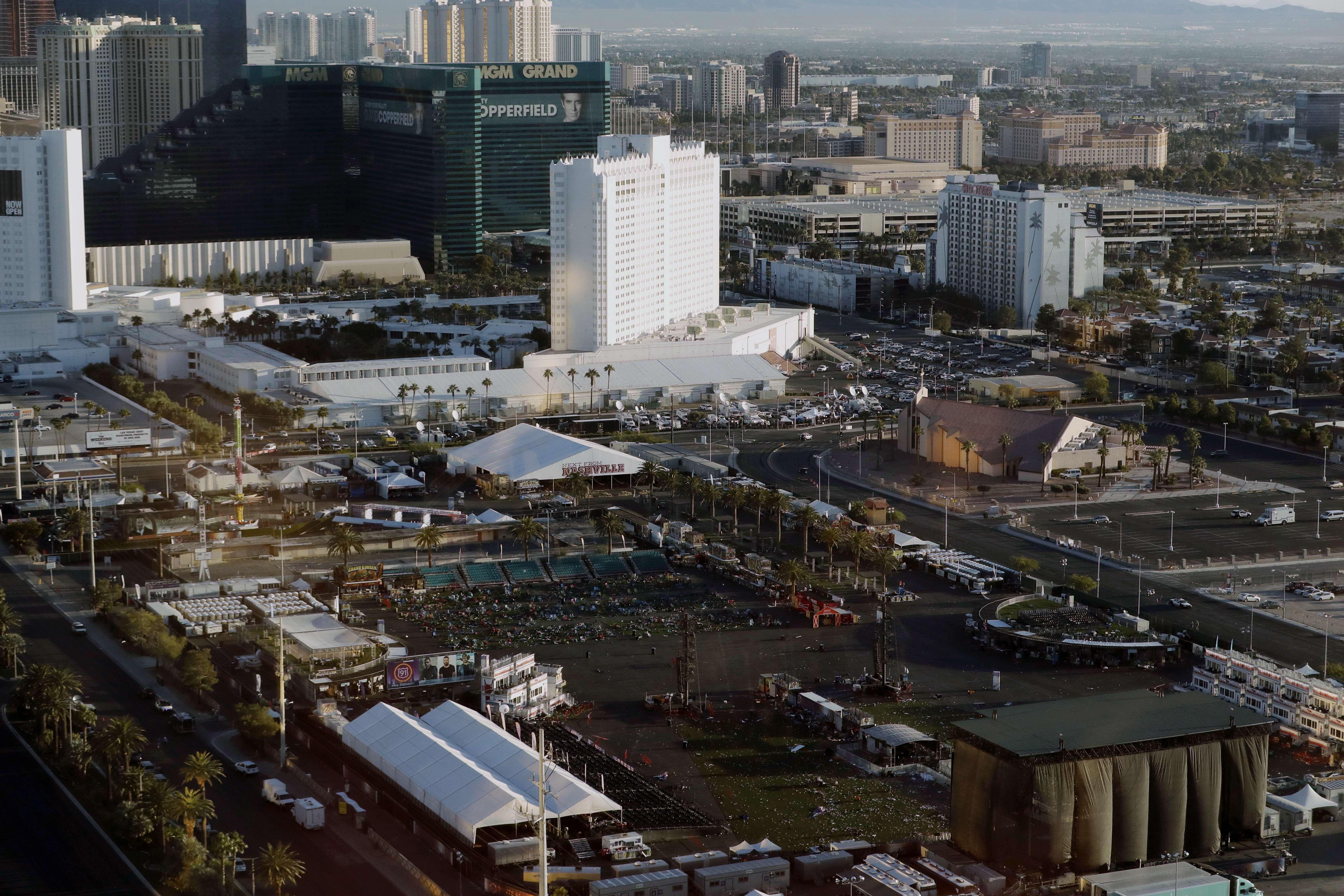 Vista general de la calle donde se ubica el resort y casino Mandalay Bay en Las Vegas mató a 58 personas e hirió a centenares más el 1 de octubre.