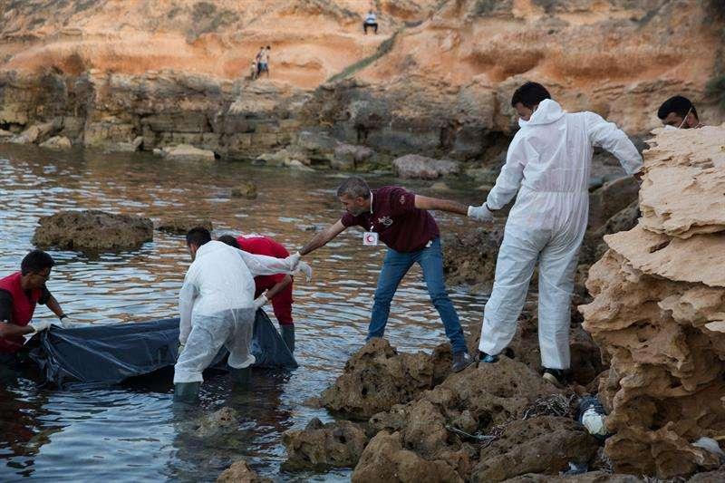en Libia. Los cadáveres son de inmigrantes que se ahogaron tratando de llegar a Europa cruzando el Mediterráneo. EFE/Archivo