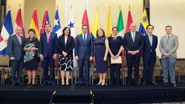 Estuvieron siendo testigos del acto de Instalación,  Andrés Navarro, Ministro de Educación de República Dominicana y Presidente de la REMECAB, Ministros y Viceministras de los países miembros del Convenio.
