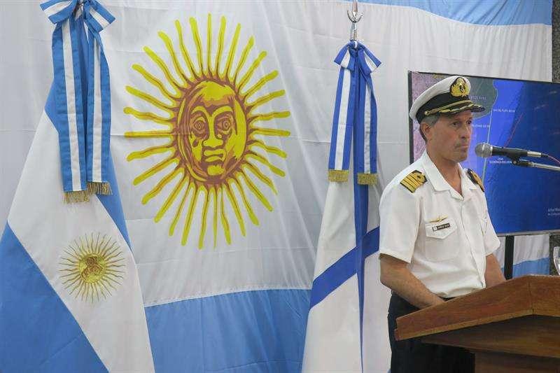 El portavoz de la Armada Argentina, Enrique Balbi, ofrece una rueda de prensa sobre la búsqueda del submarino ARA San Juan hoy, lunes 27 de noviembre de 2017, en Buenos Aires (Argentina). EFE