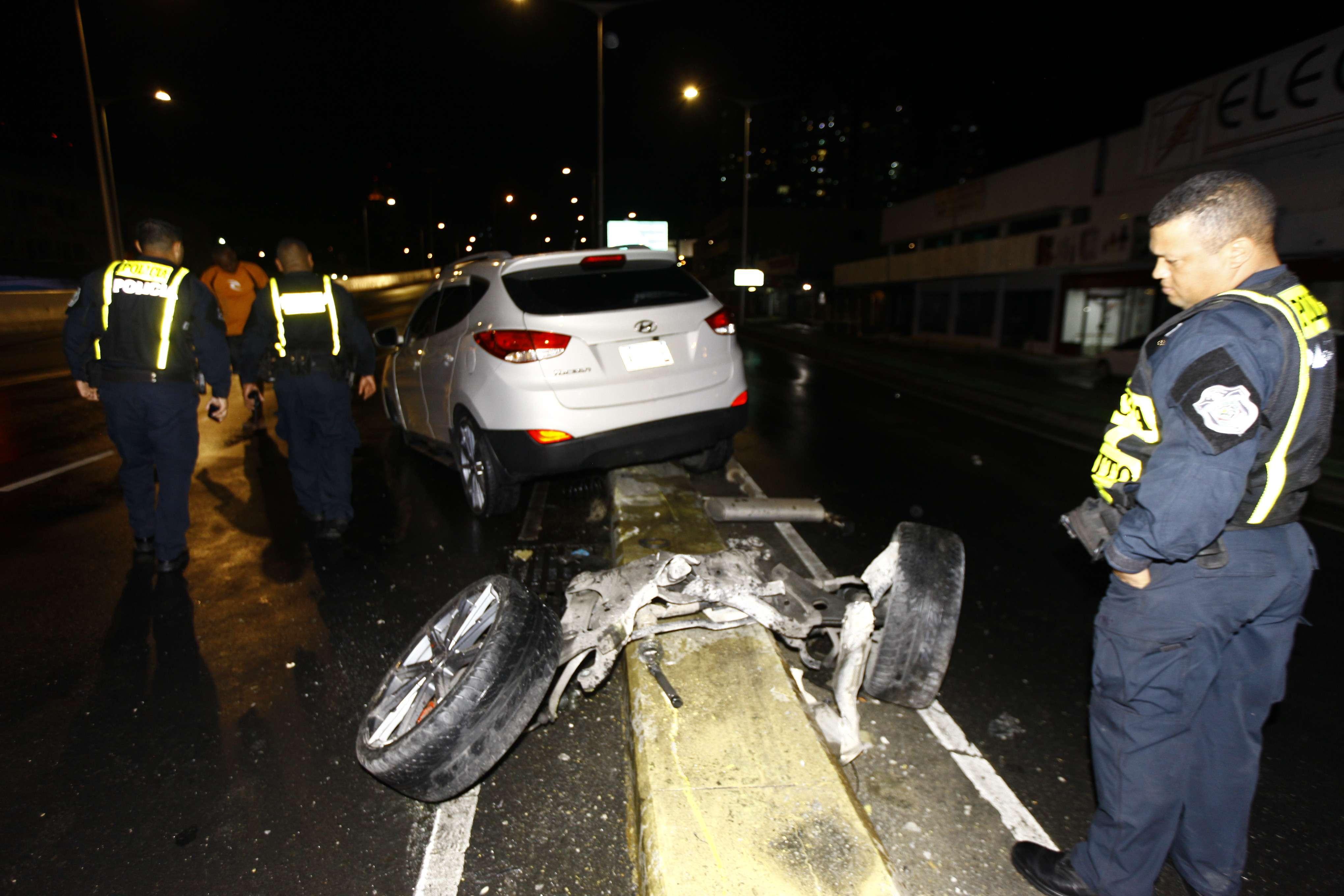 El vehículo tuvo que ser removido en grúa.  /  Foto: Alexander Santamaría